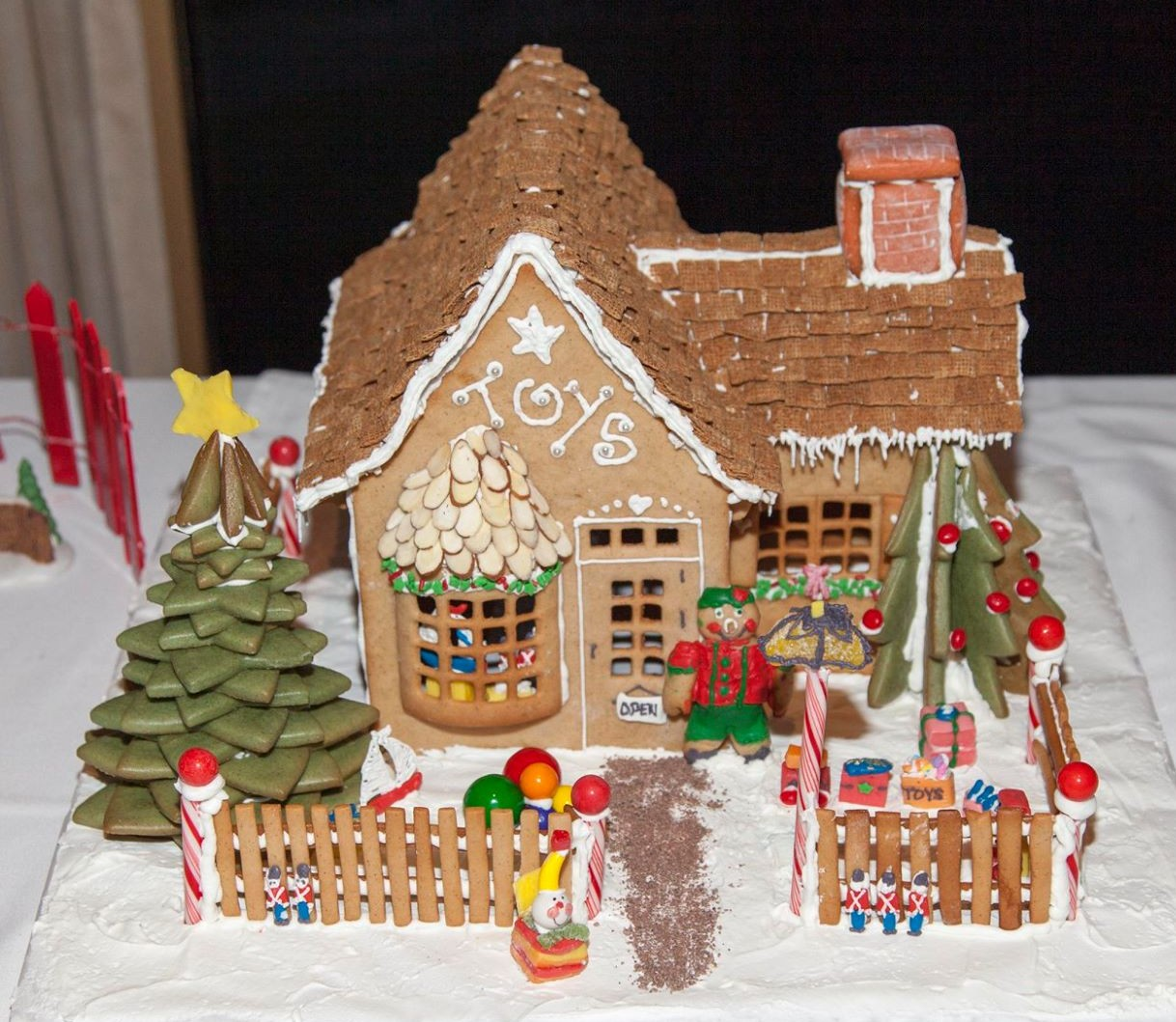 tremaglio gingerbread house